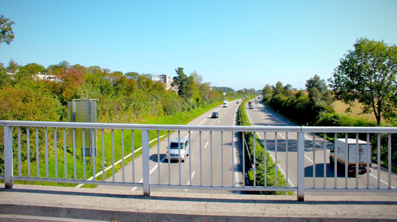 Strasse-Brücke-Himmelblau-Heroshot.jpg